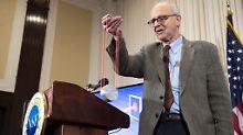Rainer Weiss bei einer Pressekonferenz im Februar 2016, als er von der Entdeckung der Gravitationswellen erzählt.
