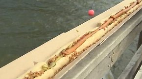 In Glücksburg geht's um die Wurst: Rekordjäger bauen 218 Meter langen Hotdog