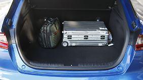 Der Kofferraum ist mit 406 Litern recht knapp bemessen.