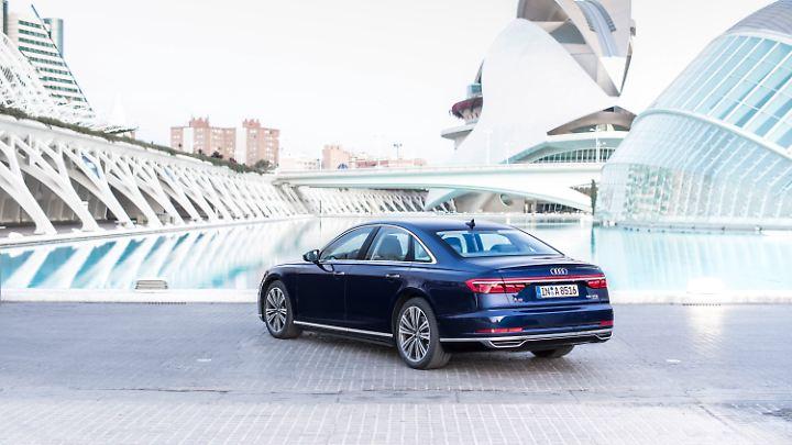Platz hat der Audi A8 im Innenraum wie zu erwarten bei fünf Metern Länge reichlich.
