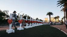 In Las Vegas erinnern Kreuze an die Toten.