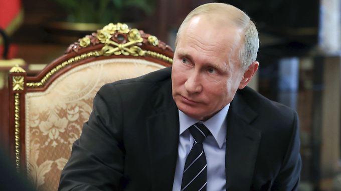 Tritt er wieder an oder nicht? Noch lässt Wladimir Putin alles offen.