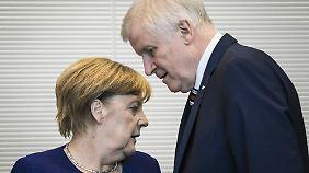 Kurswechsel der Unionsparteien: Seehofer und Merkel ringen mit Parteibasis