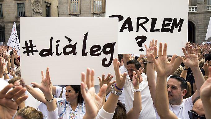 """Rajoy: """"Notfalls Autonomie aberkennen"""": Zehntausende Spanier demonstrieren für Einheit"""