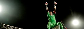 Den ältesten Spieler - so nichts schief geht - stellt bei der WM die ägyptische Nationalmannschaft. Torwart Essam El-Hadary wird im Sommer 2018 45 Jahre alt sein. Mit der ersten WM-Teilnahme seit 1990 geht für ihn im absoluten Spätherbst seiner Karriere doch noch ein Traum in Erfüllung. Ägypten fährt aber nicht als einzige nordafrikanische Mannschaft nach Russland, ...