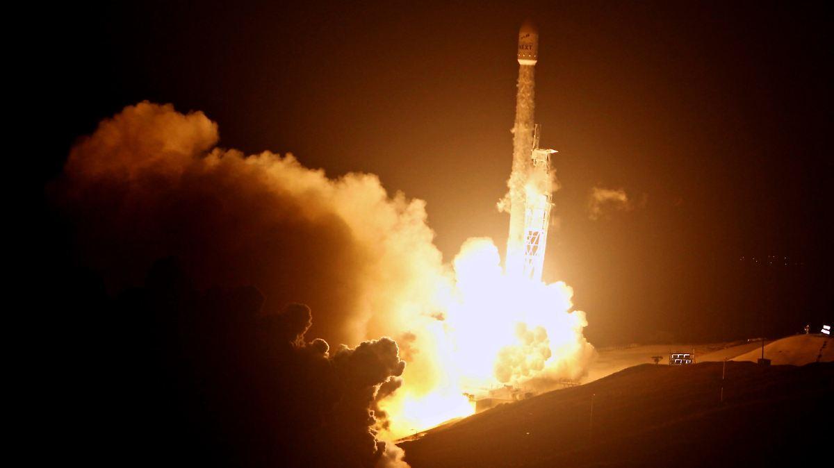 SpaceX bringt zehn neue Satelliten ins All