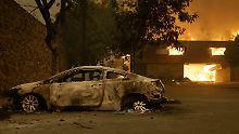Die Brände in Kalifornien bedrohen weiterhin tausende Wohnhäuser.