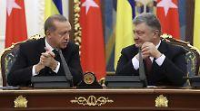Poroschenko weckt ihn auf: Erdogan schläft bei Pressekonferenz ein