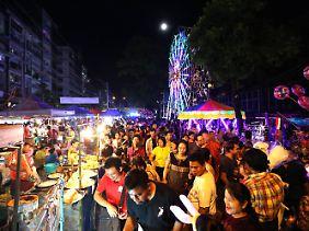 Nicht nur Frömmigkeit, sondern auch Spaß: beim Thadingyut-Fest in Rangun.