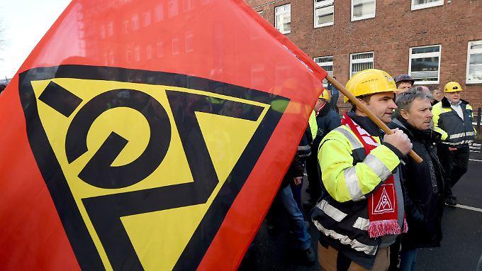 Die Arbeitgeber halten die Forderungen der IG Metall für realitätsfremd.