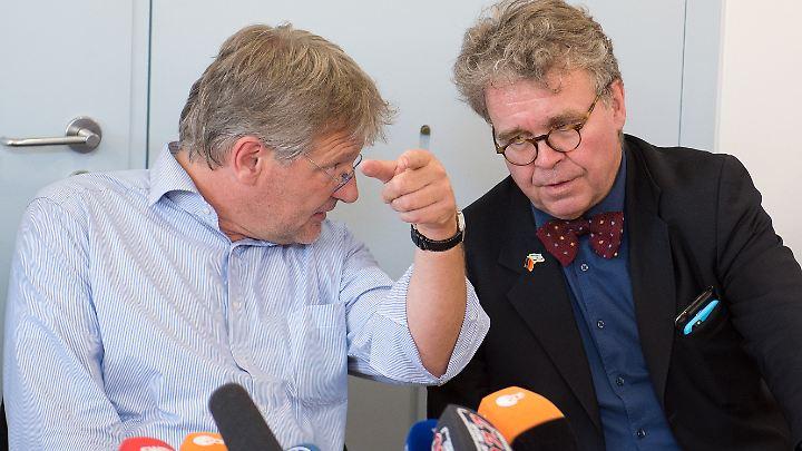 Der Zusammenhalt von damals ist verschwunden: Parteichef Meuthen und Fiechtner verkünden die Abspaltung von der AfD-Fraktion wegen der Personalie Gedeon.