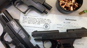 Der Mann besaß unter anderem einen kleinen Waffenschein für Schreckschuss-, Reizstoff- und Signalwaffen.