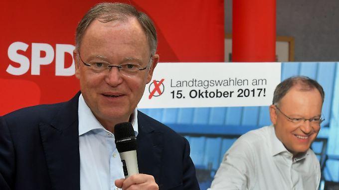 Niedersachsens Ministerpräsident Stephan Weil darf sich einer Umfrage zufolge Hoffnung auf eine weitere Amtszeit machen.