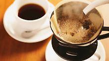 Die Kaffeepreise steigen, doch Filterkaffee gilt nach wie vor als preiswert.