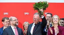 Blumen in der Parteizentrale: Weil erinnert Schulz, wer der Wahlsieger ist