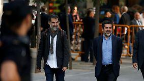"""Wegen """"aufrührerischen Verhaltens"""": Spanien erlässt Haftbefehl gegen katalanische Aktivisten"""