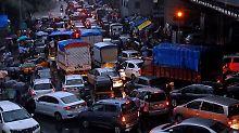 Autofahren im indischen Mumbai.
