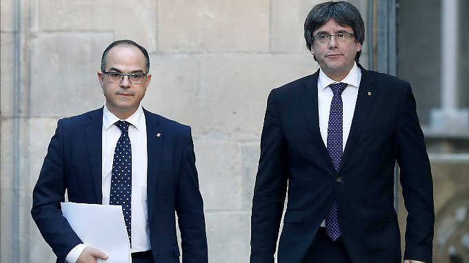 """Von Carles Puigdemont (re.) erwartet Rajoy, dass er """"mit gesundem Menschenverstand agiere""""."""