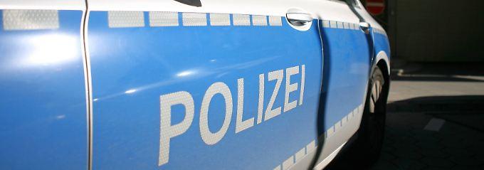 Bremer Beamte drohen mit Reizgas: Polizisten von Menschenmenge bedrängt