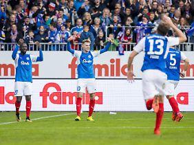 Wir halten fest: Läuft in Kiel, zumindest im Fußball.