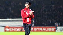 Trainer Peter Stöger stand nach 13 Pflichtspielen ohne Sieg zuletzt massiv in der Kritik.