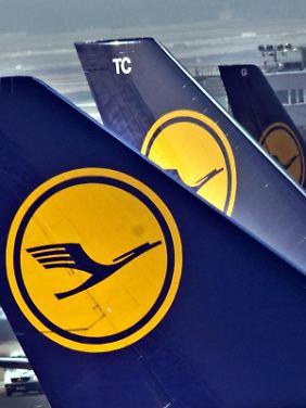 Mehr Platz bei der Lufthansa: Auf innereuropäischen Strecken haben Passagiere künftig mehr Beinfreiheit.