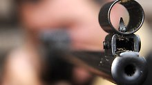 """Vater schießt Sohn ins Bein: """"Cowboy und Indianer""""-Spiel endet in OP"""