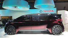 """Die Van-artige Limousine """"Fine-Comfort-Ride"""" von Toyota wird mit Wasserstoff betrieben."""