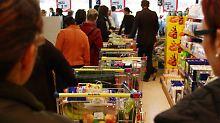 Einkaufen im Supermarkt: An welcher Kasse geht es am schnellsten?