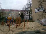 Halbmond überm Klettergerüst: Märchenhafter Spielplatz wird Hassobjekt