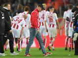 Peter Stöger wird nicht Alleingelassen - das Köln-Team hält zusammen.