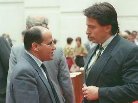 Rechtsanwälte unter sich: Gysi in der Volkskammer mit dem damaligen DDR-Innenminister Peter-Michael Diestel von der DSU.
