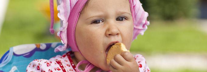 Zu viel Zucker ist weder für kleine noch für große Menschen geeignet.