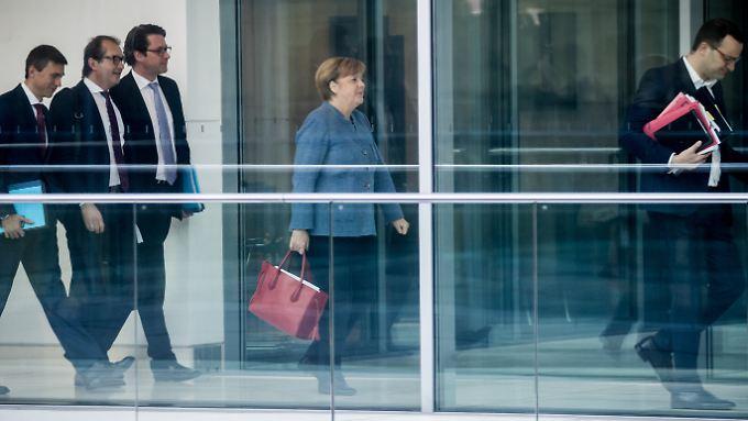 Merkel, eingerahmt vom aufstrebenden CDU-ler Spahn (r.) und den CSU-Politikern Müller, Dobrindt und Scheuer.