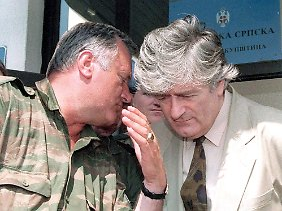Mladic mit Radovan Karadzic (1993).