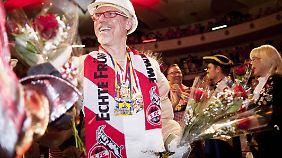 Dass Peter Stöger Karneval feiern kann, hat der Kölner Trainer schon mehrmals bewiesen.