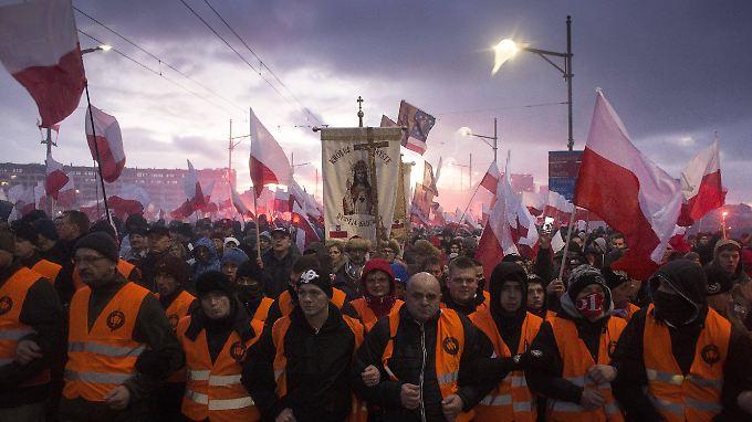 """Das Motto der Demonstration in Warschau: """"Wir wollen Gott""""."""