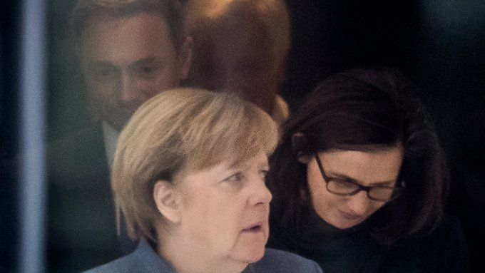 Bundeskanzlerin Merkel, Grünen-Fraktionschefin Göring-Eckardt, FDP-Chef Lindner und der CSU-Vorsitzende Seehofer auf dem Weg zu einer weiteren Verhandlungsrunde.