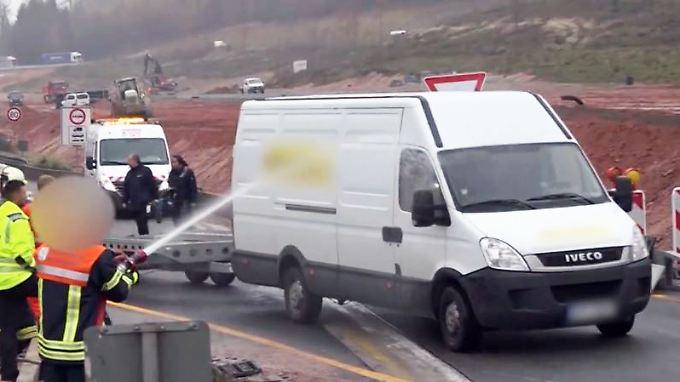 Gaffer mit Wasser bespritzt: Feuerwehrmann droht Verfahren