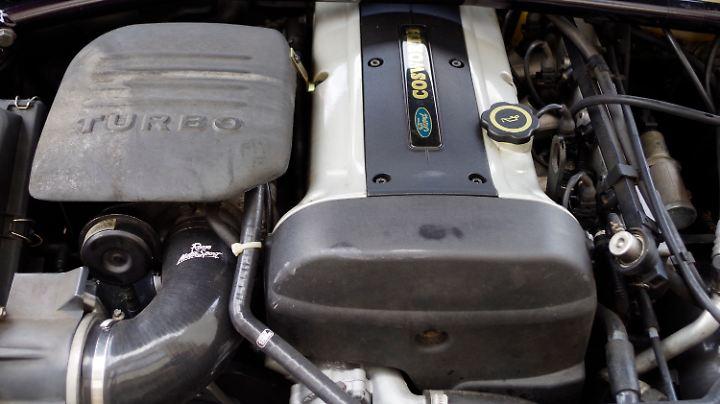 Drin ist, was drauf steht: Der Turbomotor im Escort RS Cosworth.