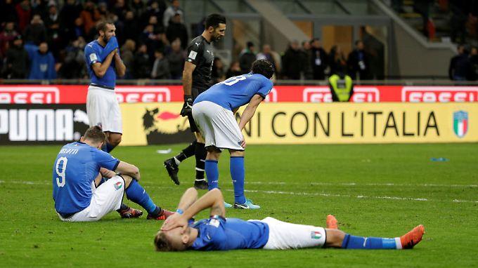 Nach dem Abpfiff erklärten Torwartlegende Buffon, die Innenverteidiger Barzagli und Chiellini sowie Mittelfeldmann De Rossi ihren Rücktritt aus der italienischen Nationalmannschaft.