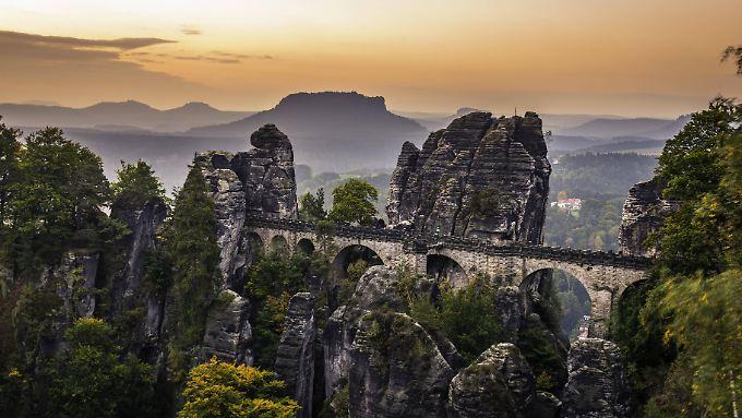 Der Bastei-Felsen wird sicherer gemacht.