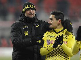 Jürgen Klopp und sein Spieler Ilkay Gündogan