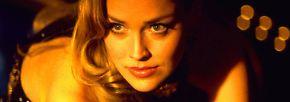 … einerseits auf die Edelprostituierte Ginger (Sharon Stone) einlässt, die er schließlich heiratet, …