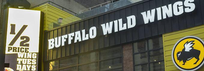 Die Restaurantkette hat sich auf frittierte Hühnerflügel spezialisiert, die in den USA Buffalo Wings genannt werden - hierzulande eher als Chicken Wings bekannt sind.
