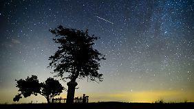 Eine Sternschnuppe zu sehen über Ungarn - über Süddeutschland gab es heute ein außergewöhnliches Himmelspektakel (siehe Eintrag von 21:20 Uhr).