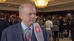"""Martin Riechenhagen beim SZ-Wirtschaftsgipfel: """"Merkel kann von Trump absolut nichts lernen"""""""