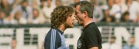 Toni Schumacher im Tête-à-Tête mit Schiedsrichter Dieter Pauly - das Sportfoto des Jahres 1981.