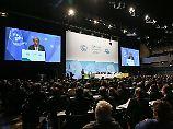 Nach dem Ausräumen des letzten Hauptstreitpunktes hat die UN-Klimakonferenz in Bonn eine Reihe von wichtigen Beschlüssen verabschiedet.