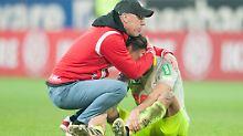 Endzeitstimmung beim 1. FC Köln: Trainer Peter Stöger darf vorerst aber weiterarbeiten.